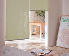 すだれタイプのロールスクリーン  ロールスクリーンは部屋の間仕切りや階段の上り口のドア代わりにも便利です。 天井に取り付けてカーバーを付けられるタイプもございます。-8.jpg (600×486)