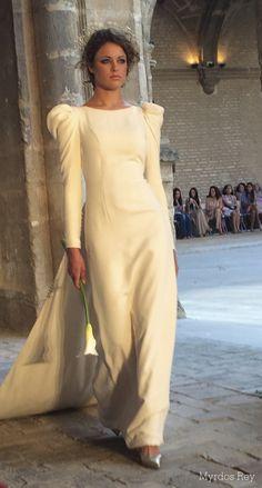 #desfile #monasteriosanjeronimo #sevilla #SIQHandcraft&Fashion #Auroragavino #novia #moda # #AgenciaDobleErre #RaquelRevuelta #tocadosflorares #cola