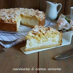 La torta sbriciolata con ricotta e pere al rum , è un dolce realizzato con pasta frolla e ripieno di ricotta fresca e pere aromatizzate al rum.