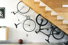 Idée de rangement de vélo sous les escaliers