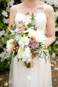 nashville bride goes has destination wedding savannah georgia, #destinationwedding, #savannah, @dovewed, @brocadedesign. #bouquet