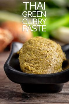 Making your own curry pastes at home is not difficult and this Thai Green Curry Paste recipe stores wonderfully and tastes fantastic! Thai Green Curry Recipes, Thai Green Curry Paste, Green Thai, Homemade Curry, Homemade Sauce, Homemade Coleslaw, Vegan Recipes Easy, Asian Recipes, Spicy Recipes