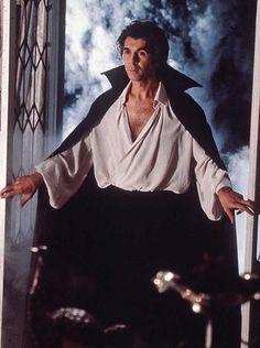 actor frank langella | TOP 13: Dráculas que no son los de siempre