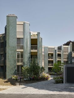 Figure and chamber residential buildings in Zurich-Hottingen Form Architecture, Modern Residential Architecture, Loft Style Apartments, Tuscan Style Homes, Small Apartment Design, Corner House, Brick Facade, Building, Industrial