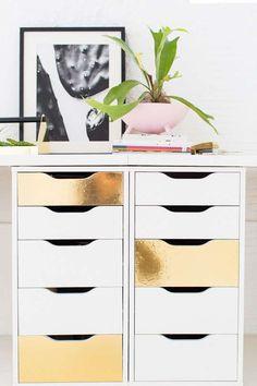 Goldene Klebefolie auf IKEA-Schubladenelementen