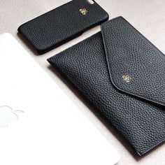 Yes please! . S14 ipad mini clutch bag S6 iphonecase 6/6plus Black calfskin #serapaktugleathergoods #premiumaccessories #handmade #perfect #hot #details #beautiful #accessories #designedinistanbul #techfashion #ipadminicantav#derikilif #iphonederikılıf #unisex #aksesuar