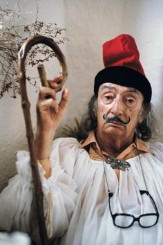 Portrait of Salvador Dali by Robert Lebeck, Max Ernst, Famous Artists, Great Artists, L'art Salvador Dali, Alberto Giacometti, Magritte, Famous Faces, Artist At Work, Art History