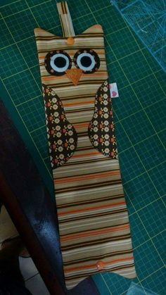 Porta papel higiênico coruja Sewing Projects, Projects To Try, Owl Pet, Baby Shawer, Animal Decor, Hacks Diy, Origami Owl, Tissue Holders, Burlap