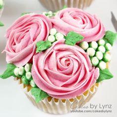 Rose Cupcakes Cupcake Rose, Deco Cupcake, Cupcake Piping, Cupcake Cake Designs, Rose Cake Design, Piping Buttercream, Cupcake Flower Bouquets, Cupcakes Design, Buttercream Cupcakes