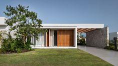 Gallery of House / Studio Bloco Arquitetura - 6 Casa Patio, Exposed Concrete, House Studio, Wooden Pergola, Urban Furniture, Architecture Details, Architecture Diagrams, Architecture Portfolio, Condominium