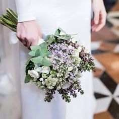 Me resultaría muy difícil deciros cual es mi flor favorita...me gustan tantas: las hortensias, las gerberas, las margaritas, la lavanda... L...