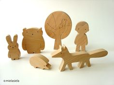Wooden toy - boy and forest friends - woodland animals - wooden forest animals - Gift ideas par mielasiela sur Etsy https://www.etsy.com/fr/listing/89959086/wooden-toy-boy-and-forest-friends