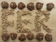 L'ÉNERGIE DE FER (galette mélasse et beurre d'arachides). Attention! Cette délicieuse source de fer contient des d'arachides.Riches en protéines, en fibres et en énergie, cette galette est aussi une source de fer et d'oméga 3-6. Pourquoi s'en priver? Mi-dessert et mi-collation, on peut même décider de la manger pour commencer la journée.(Il arrive aussi à la Madame Labriski de la manger avant ou après d'aller courir!) Tiens, tiens... c'est peut-être pour ça qu'elle a autant d'énergie… Boite A Lunch, Healthy Food, Healthy Recipes, Attention, Biscuits, Muffins, Workouts, Sugar, Treats