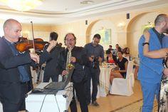 Per la musica del tuo matrimonio rivolgiti direttamente ad un gruppo musicale, hai tutto da guadagnare Vari momenti musicali di un matrimonio con la musica e animazione del gruppo musicale di Lecce di Paolo e Dalila Live, con noi hanno collaborato al violino il M.Marcello Baldassarre, al sax il M. Raffaele Vecchio