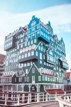 Day trips from Amsterdam: Zaandam and Volendam ~ JessikaTrips Day Trips From Amsterdam, Amsterdam Things To Do In, Amsterdam City, Amsterdam Travel, Rembrandt, The Places Youll Go, Places To See, Short Trip, Beautiful Places To Visit