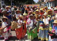 """Baile folklorico de """"La Burriquita"""". Originaria del oriente de Venezuela..."""