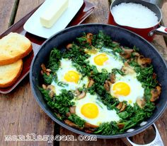 Here's a fantastic skillet dish for you - Eggs, Spinach and Mushroom Skillet. All done on the stove top and it's certainly nutritious and delish, too!