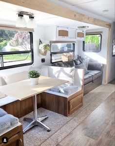 An RV camper interior renovation ideas is a superb way of traveling comfortably. It's now prepared for the client to enjoy camping at the VW indicates he is planning to attend! RV Camping is an immense family experience. Rv Campers, Happy Campers, Camper Van, Teardrop Campers, Teardrop Trailer, Diy Camper, Casas Trailer, Esstisch Design, Trailer Decor