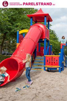 Lekker klimmen, spelen of klauteren... Op Park Parelstrand kunnn kinderen zich kostelijk vermaken! Op Park Parelstrand vind je de volgende faciliteiten: • Sportvelden • Airtrampoline • Tafeltennistafels • Tafelbiljart • Jeu de boules banen #oostappen #oostappenvakantieparken #parkparelstrand #vakantieineigenland #vakantie2021 #zomervakantie Park, Gaming, Parks