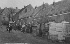 Arnhem: De Buurtstraat in de Spijkerbuurt was een zijstraat van de Boekhorstenstraat. De woningen zijn kort na 1930 gesloopt voor de bouw van het Sportfondsenbad.