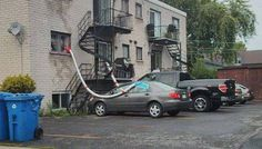 Ingenuity knows no bounds. We get car A/C pics and we get house A/C pics but rarely do we get Combined Car to House Air Conditioning pics.