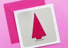 """Wer besondere Weihnachtskarten sucht ist bei """"goina"""" genau richtig. Frisches Design aus Österreich, handgemacht und immer etwas Besonderes.  Mit Christbaum aus Filz - aufgenäht auf Karton  Größe 14,8 x 14,8 cm  Kommt mit passendem dunkelgrünem oder pinken Kuvert (15,5 x 15,5 cm)  Gefertigt aus feinem Papier von Munken mit einer Grammatur von 300 Christen, Plastic Cutting Board, Merry Christmas, Pink, Cards, Design, Paper, Addiction, Xmas Cards"""