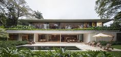 The idea that oriented the project from the implementation of the design through to structural and systems concept of openings and the choice of finishes was the due to the dominating figures of four 30-meter-high Sibipiruna trees and more than 20...