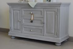 How to achieve a stunning whitewashed and greywashed finish with Chalk Paint® decorative paint by Annie Sloan. A combination of French Linen, Paris Grey and Old White were used for this charming changing table makeover and we just love the results | Stockist Kalology Studio of Austin, TX