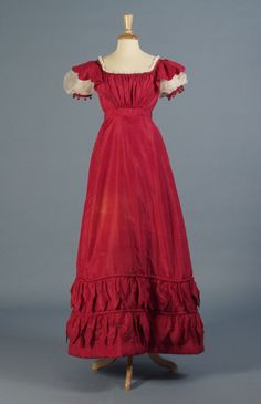 Red silk taffeta dress, English, KSUM Kent State University Museum (simple and elegant! Vintage Outfits, Vintage Gowns, Vintage Mode, 1800s Fashion, 19th Century Fashion, Vintage Fashion, Antique Clothing, Historical Clothing, Beautiful Gowns