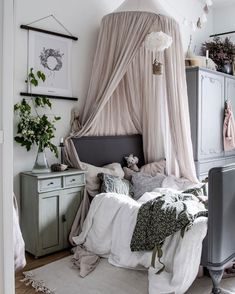 kleinkind zimmer Winter is underway which means darker and colder days and more snugging up on the sofa with a good book. Girls Bedroom, Bedroom Decor, Scandinavian Kids Rooms, Deco Kids, Kids Room Design, Deco Design, Little Girl Rooms, Top Ten, Home Decor