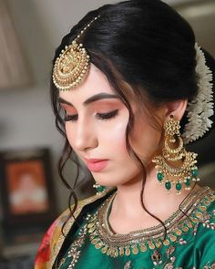 Pakistani Bridal Hairstyles, Bridal Hairstyle Indian Wedding, Indian Wedding Makeup, Bridal Hair Buns, Indian Bridal Outfits, Indian Bridal Fashion, Indian Fashion Dresses, Indian Hairstyles, Wedding Hairstyles