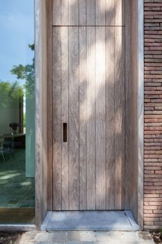 Architecte Sofie Ooms Modern Entrance Door, Entrance Doors, The Wright House, Door Design, House Design, Contemporary Front Doors, Garden Studio, Cottage Design, Architectural Elements