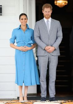 Meghan Markle has welcomed her first child with Prince Harry. On Monday, the Duchess of Sussex gave birth at a. Prince Harry Et Meghan, Meghan Markle Prince Harry, Princess Meghan, Estilo Meghan Markle, Meghan Markle Stil, The Duchess, Baby Blue Dresses, Olive Green Dresses, Stella Mccartney Adidas