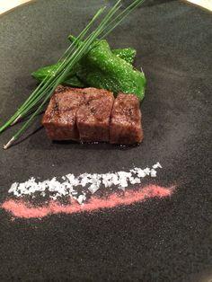 黒毛和牛の網焼き万願寺唐辛子と二重の御塩