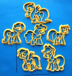 My brony nephew would probly like these. Except he's diabetic. D'oh. CARTOON COOKIE CUTTERS: The Mane Six Characters of My Little Pony
