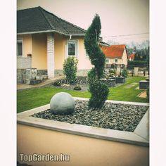 #gardendesigner #spiegelakos #gardening #gardendesign #gardens #kert #kertépítész #kertépítés #kerttervezés #kerttervező #kerttervezes… Mansions, House Styles, Home Decor, Decoration Home, Manor Houses, Room Decor, Villas, Mansion, Home Interior Design