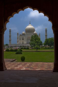 Glimpse of an architectural wonder, Taj Mahal, Agra, India (by franchab).
