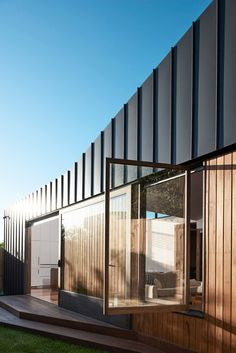 Bridge House - FIGR Architecture and Design - Melbourne, VIC, Australia - Image 6 - The Local Project Melbourne Architecture, Australian Architecture, Residential Architecture, Architecture Details, Interior Architecture, Classic Architecture, House Cladding, Facade House, Metal Cladding