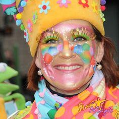 Carnaval workshop do. 14 jan. Snel schminken groepen Clown Makeup, Halloween Masks, Party Themes, Make Up, Costumes, Hair, Clowns, School, Bb