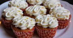 Heips! Sisko tarjosi juhlissaan niin mahtavia porkkanamuffinsseja, että hetimiten niitä oli päästävä tekemään ;D Ohjetta voitte kurkata h... Bunny Party, Something Sweet, Mini Cupcakes, Deli, No Bake Cake, Biscuits, Recipies, Food And Drink, Favorite Recipes