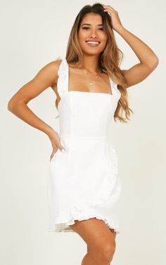 Awesome White Dress Ideas For Spring To Try Right Now - If you have looked in your closet and realized that your spring and summer wardrobe is just not what it used to be, we have a few key tips to help rev. Hoco Dresses, Tight Dresses, Club Dresses, Knot Dress, Belted Dress, Chiffon Dress, Ladies Dress Design, Floral, Party Dress