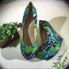 Multicolored Aztec Print Wedges EUC colorful wedges in an Aztec print. Colors are green, dark blue, light blue, pink and white. True to size 11. Zoey Shoes Wedges