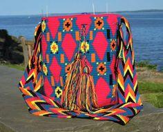 Wayuu bags Tapestry Crochet, Hand Bags, Diy Crafts, Blanket, Cute, Vintage, Inspiration, Design, Style