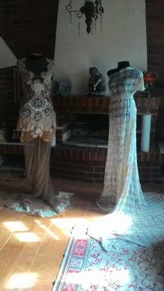 Outro angulo vestidos #doiles #vintage #antiguidade #Séc.IXX  #Séc.XX #crochêagulhacostura #bilro #renascença #transparência #luxo #cristais
