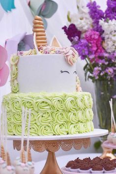 Get inspirational unicorn cake ideas from this image gallery of unicorn cake designs and cake toppers ideal for birthdays and kids parties Unicorn Cake Design, Cake Lifter, Cake Decorating Set, Nordic Ware, Unicorn Birthday, Cake Designs, Birthday Cakes, Cake Toppers, Fondant