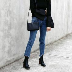 | flowy top with bell sleeves / yes please | #bellsleeve #black #fashion