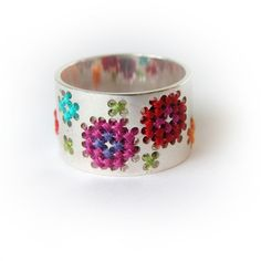 I love this silver ring with cross stitching by Dutch Designer Corina Rietveld