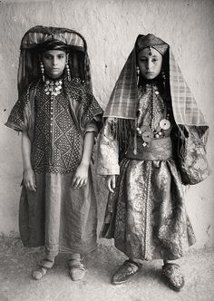 Africa | Jewish girls from Tafilalet, south east Morocco. | ca. early 1900s. Photographer unknown