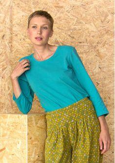 Das Oberteil aus Öko-Baumwolle/Elasthan ist in einem tollen Farbspektrum mit sieben Farbtönen erhältlich. Wähle jetzt deinen Favoriten im Online Shop: http://www.gudrunsjoeden.de/mode/produkte/pullover-shirts/shirt-aus-oeko-baumwolle/elasthan