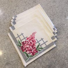 Lovely set of 5 vintage cotton napkins. Features pink Flowers, White background and grey accent. Condition is very good. Have been used, but well cared for. 2 napkins have slight discoloration. No tears or holes Measure- approx 17 inches x 17 inches Material – cotton Please look closely at b #lilacs #napkins #linens